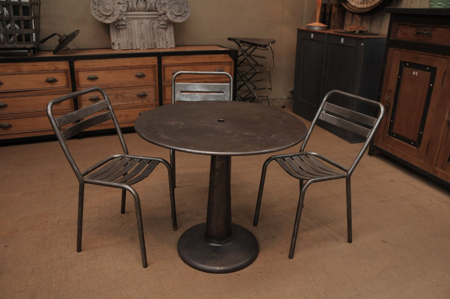 Round table from tolix 1950s for sale at pamono for Table style tolix