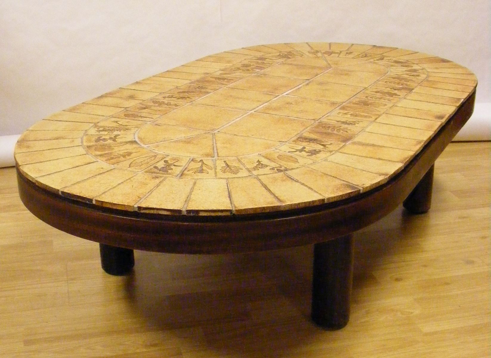Table basse vintage ovale par roger capron 1960s en vente sur pamono - Table basse ovale vintage ...