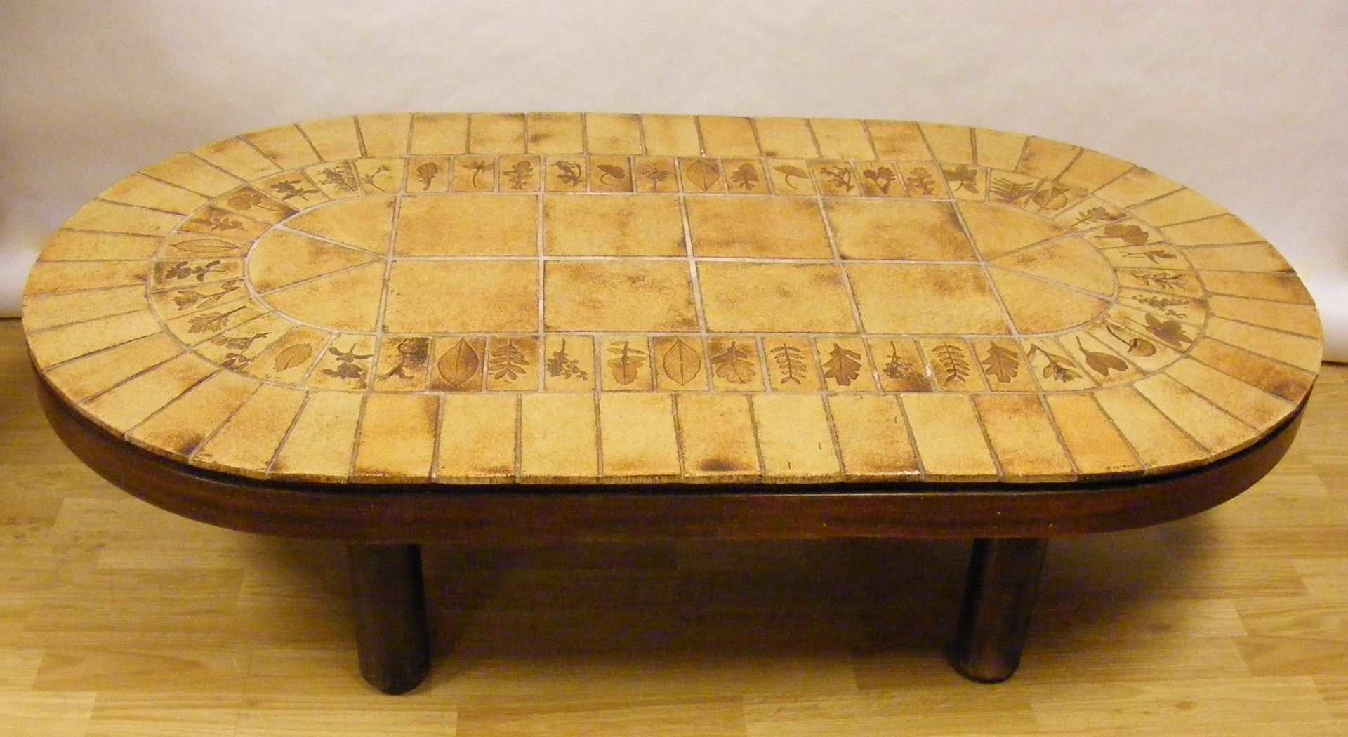 table basse vintage ovale par roger capron 1960s en vente sur pamono. Black Bedroom Furniture Sets. Home Design Ideas