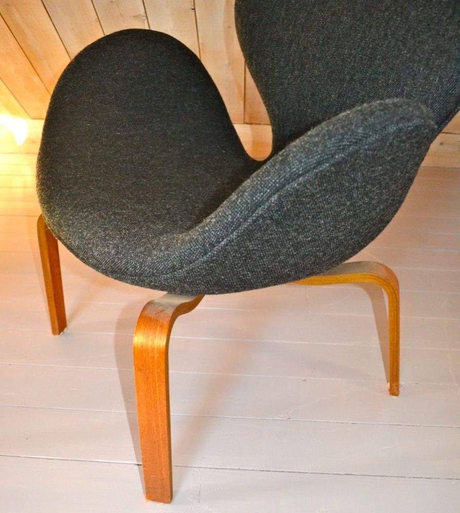 Svanen Chairs By Arne Jacobsen For Fritz Hansen Set Of 2