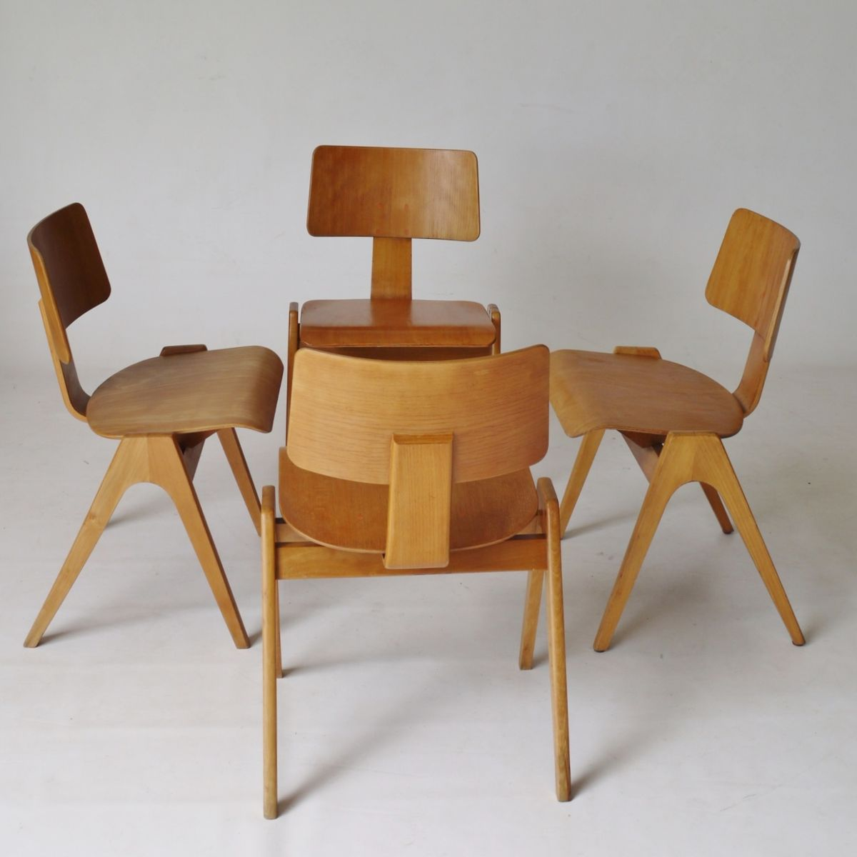Hillestak Chairs By Robin Day For Hillie 1950s Set Of 4 For Sale At Pamono