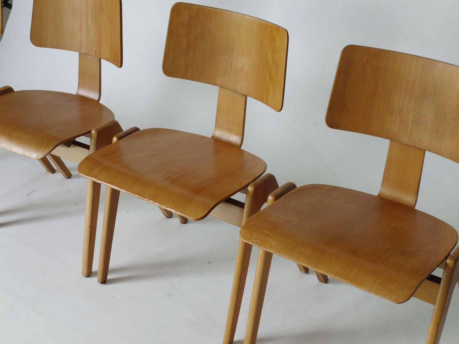 hillestak chairs by robin day for hillie 1950s set of 4 for sale at