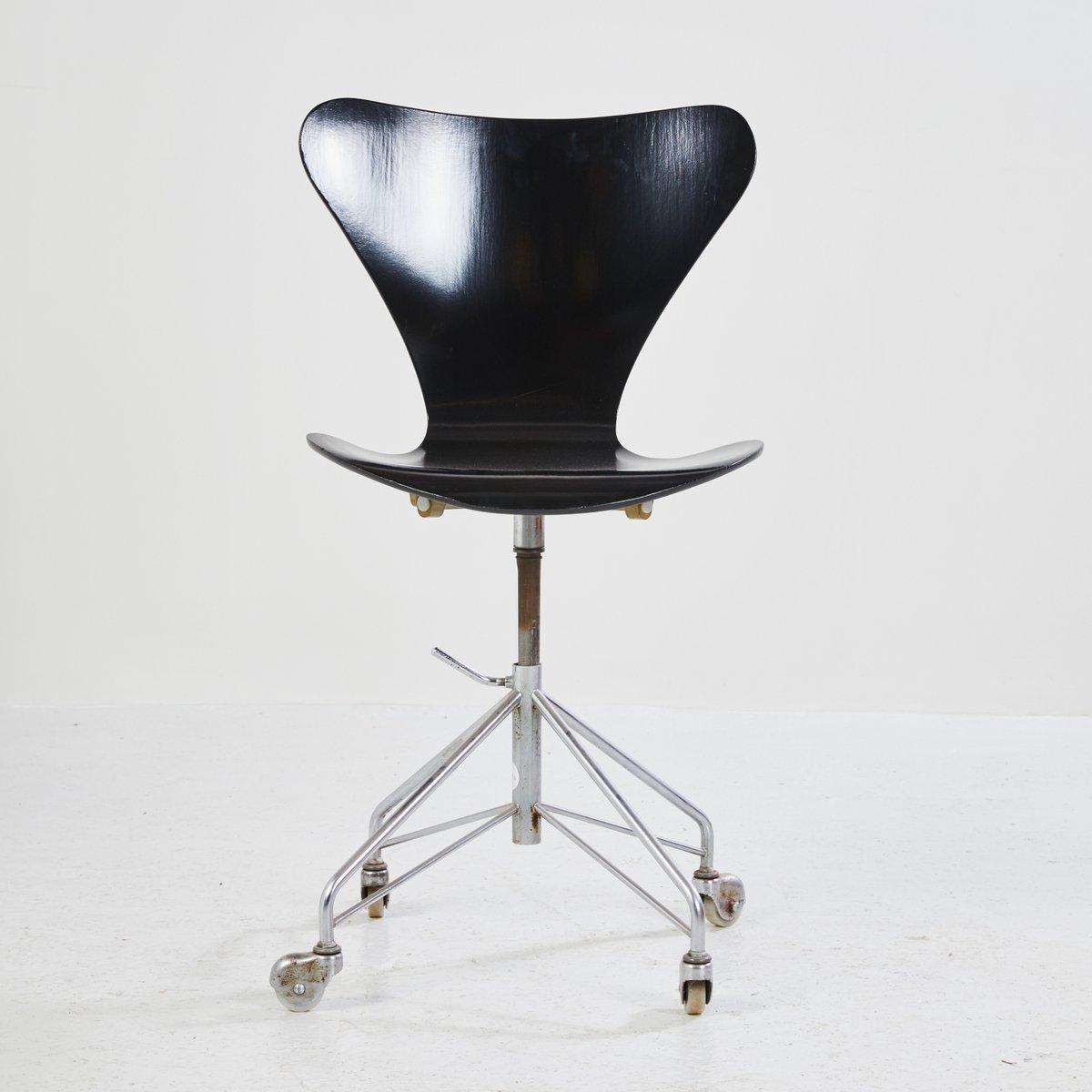 b rostuhl 3117 von arne jacobsen 1980er bei pamono kaufen. Black Bedroom Furniture Sets. Home Design Ideas