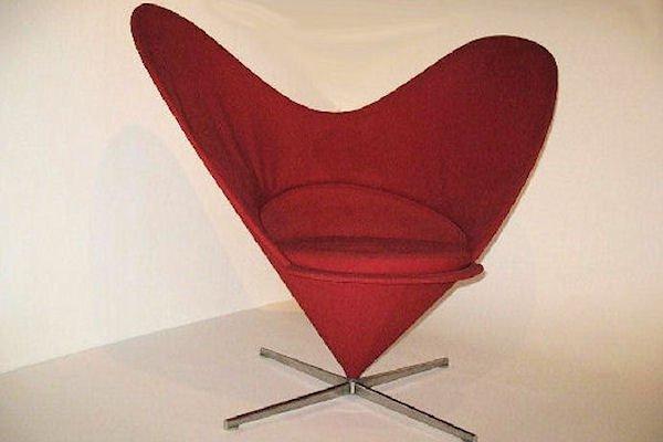 Sedia conica a forma di cuore di verner panton per vitra - Verner panton sedia ...