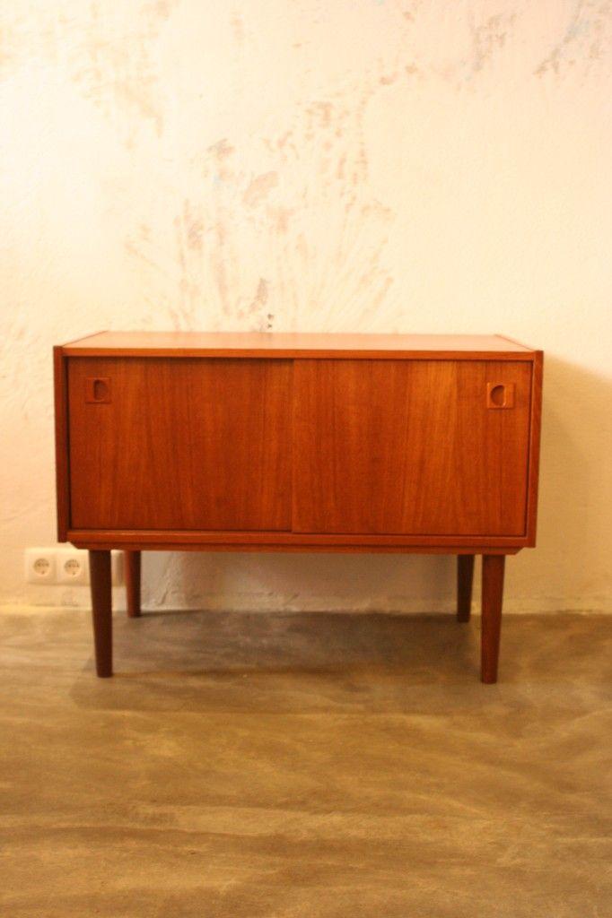 kleines vintage sideboard aus teak bei pamono kaufen. Black Bedroom Furniture Sets. Home Design Ideas