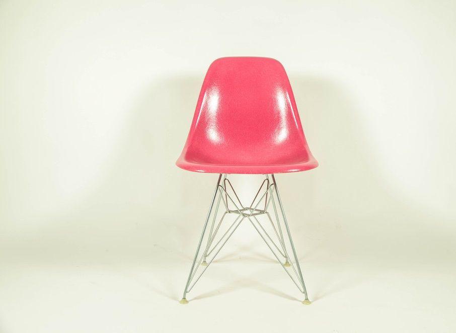 pinker stuhl von ray charles eames f r herman miller bei pamono kaufen. Black Bedroom Furniture Sets. Home Design Ideas