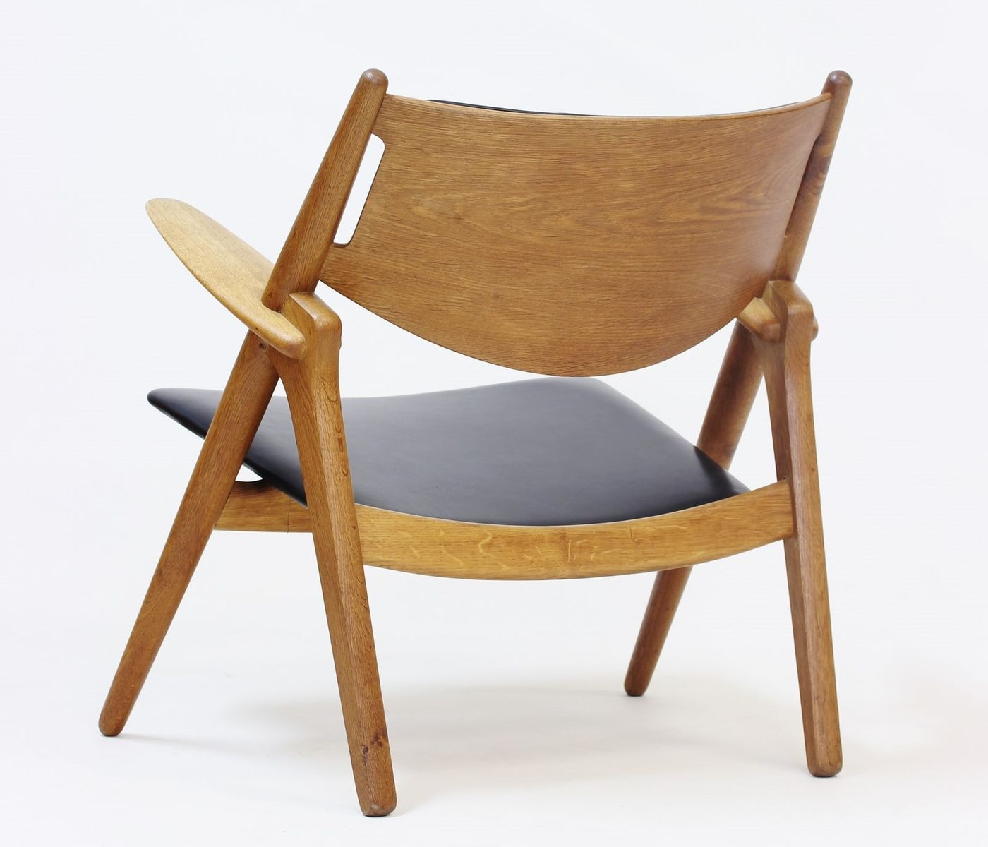 sawbench easy chair by hans j wegner for carl hansen. Black Bedroom Furniture Sets. Home Design Ideas