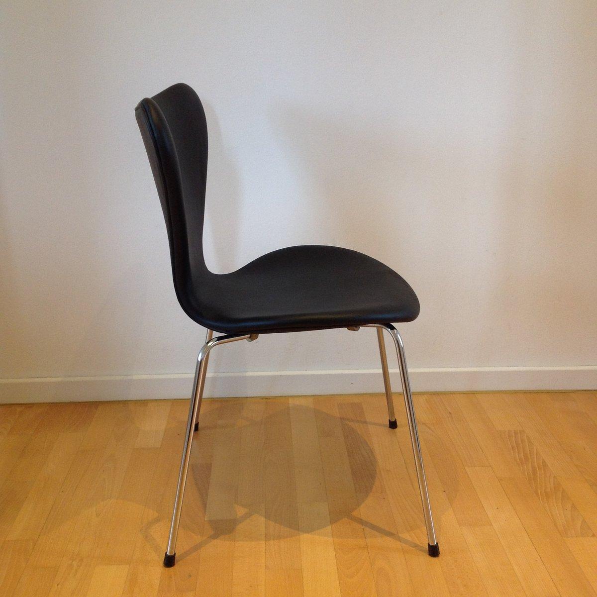 chaise de salon syveren 3107 elegance noire par arne jacobsen pour fritz hansen en vente sur pamono. Black Bedroom Furniture Sets. Home Design Ideas