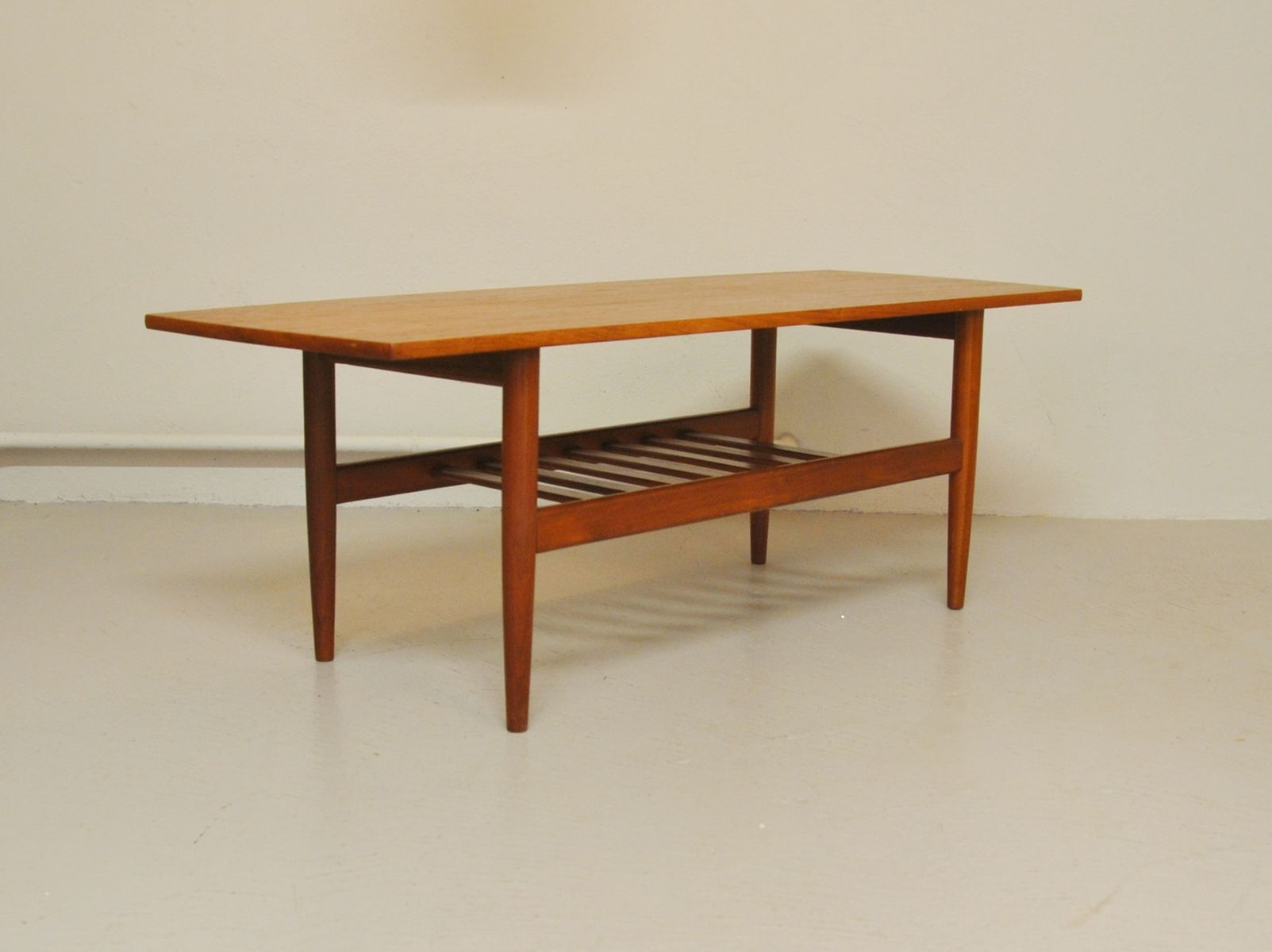 Scandinavian teak coffee table 1960s for sale at pamono for Scandinavian coffee table