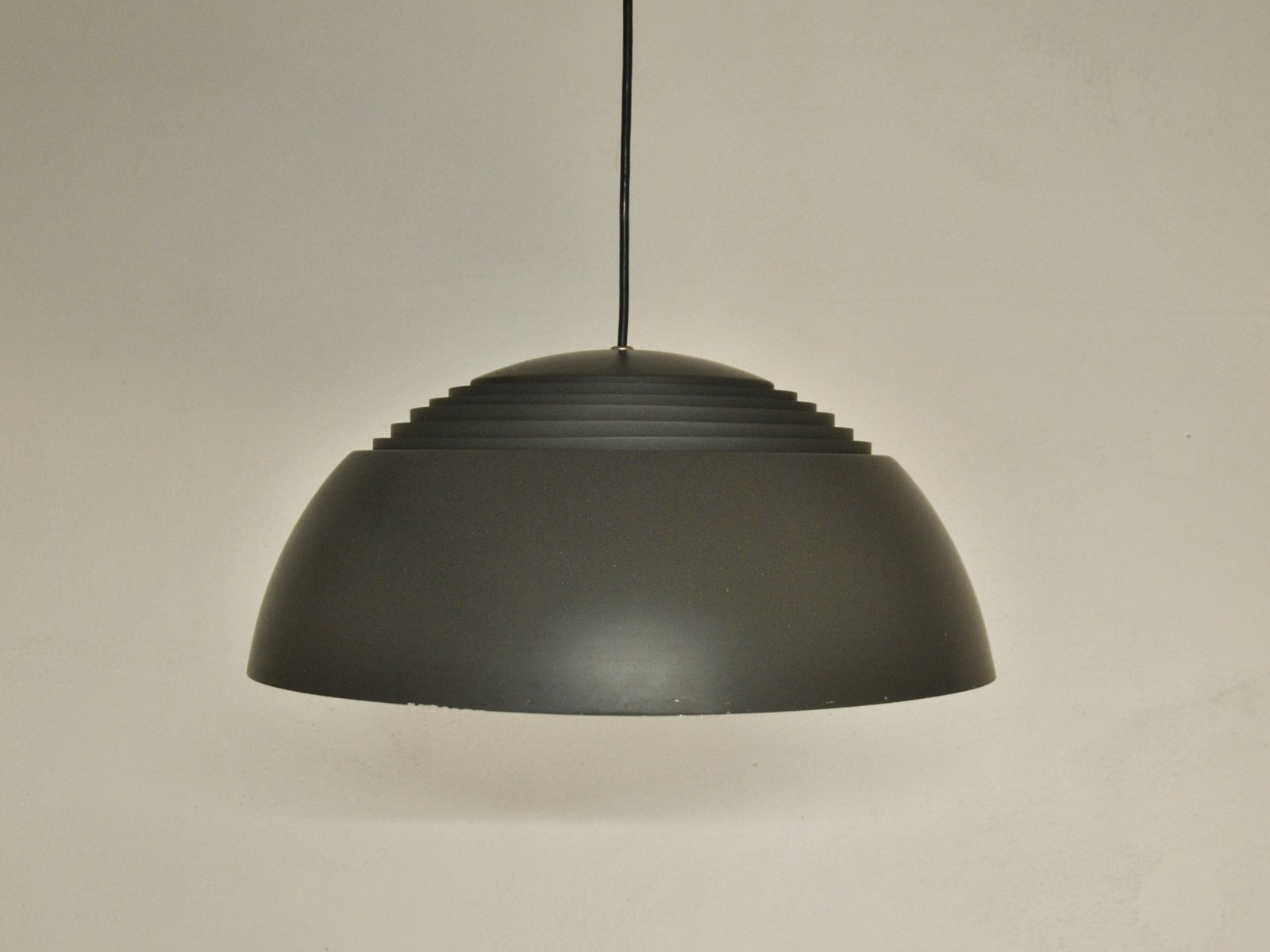 Brown aj royal lamp by arne jacobsen for louis poulsen for for Arne jacobsen nachbau