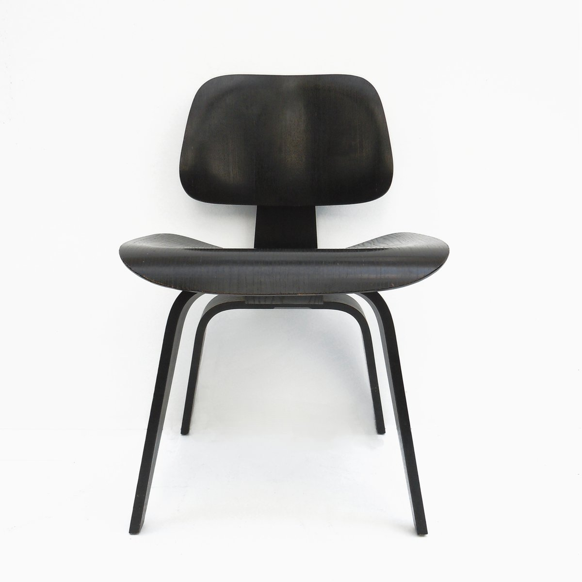 vintage dcw black dining chair by charles ray eames for herman miller 1950s for sale at pamono. Black Bedroom Furniture Sets. Home Design Ideas
