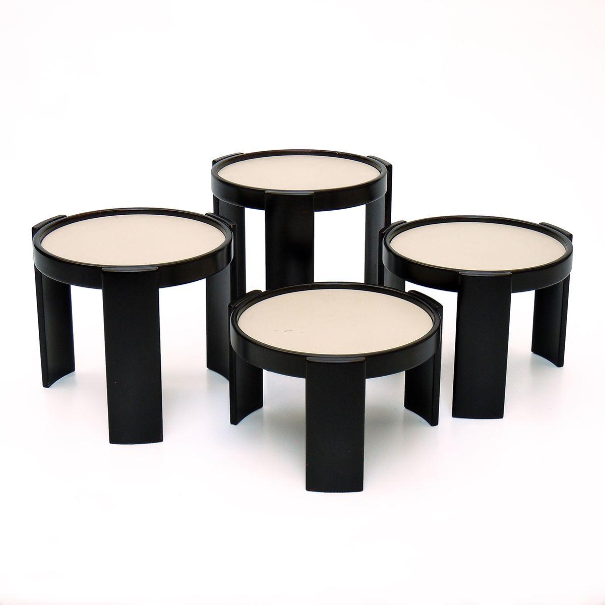 runde mid century beistelltische von gianfranco frattini. Black Bedroom Furniture Sets. Home Design Ideas