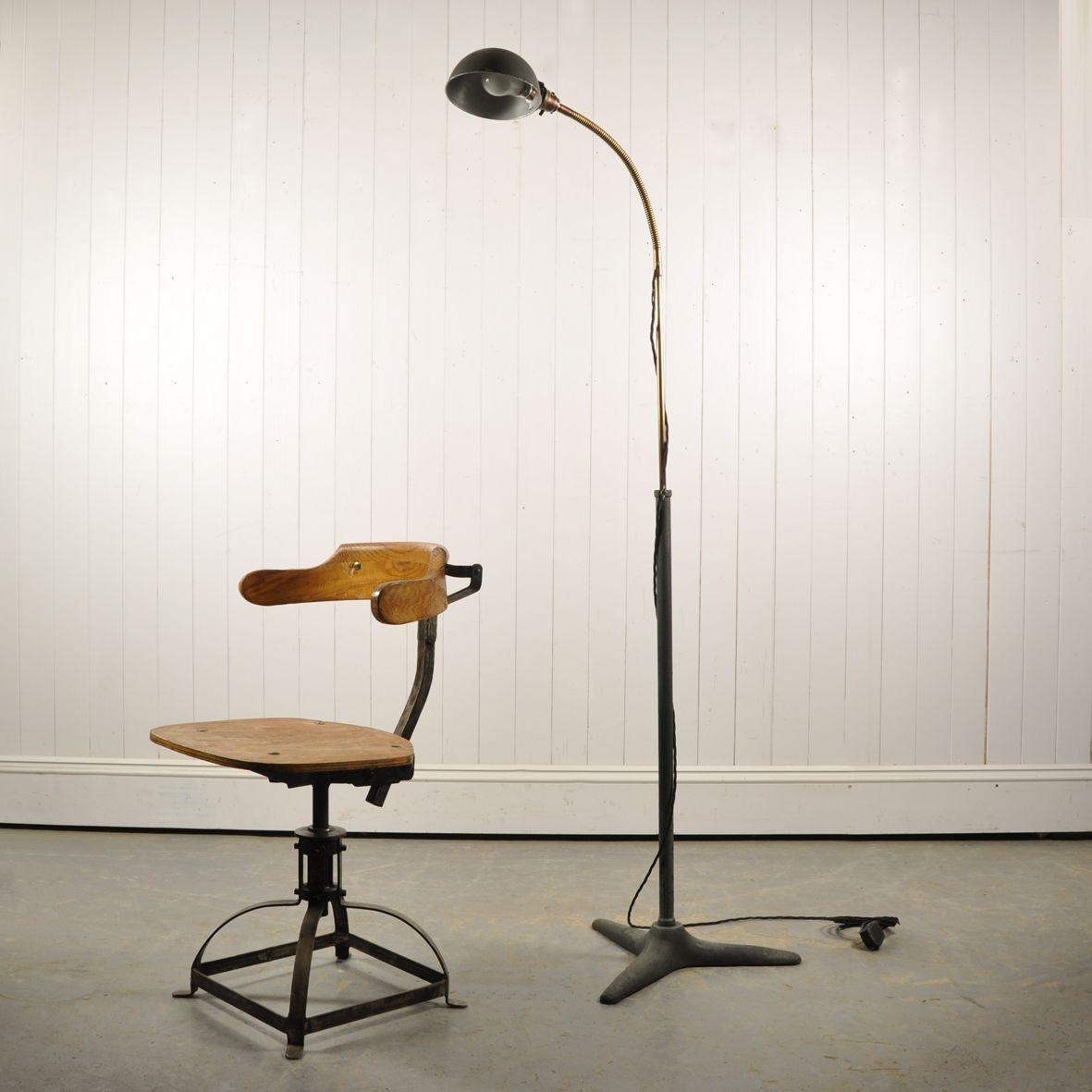 Vintage industrial floor lamp 1930s for sale at pamono for 1930s floor lamp