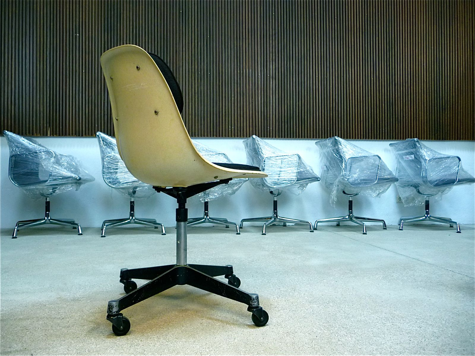charles and ray eames chair charles u0026 ray eames. Black Bedroom Furniture Sets. Home Design Ideas