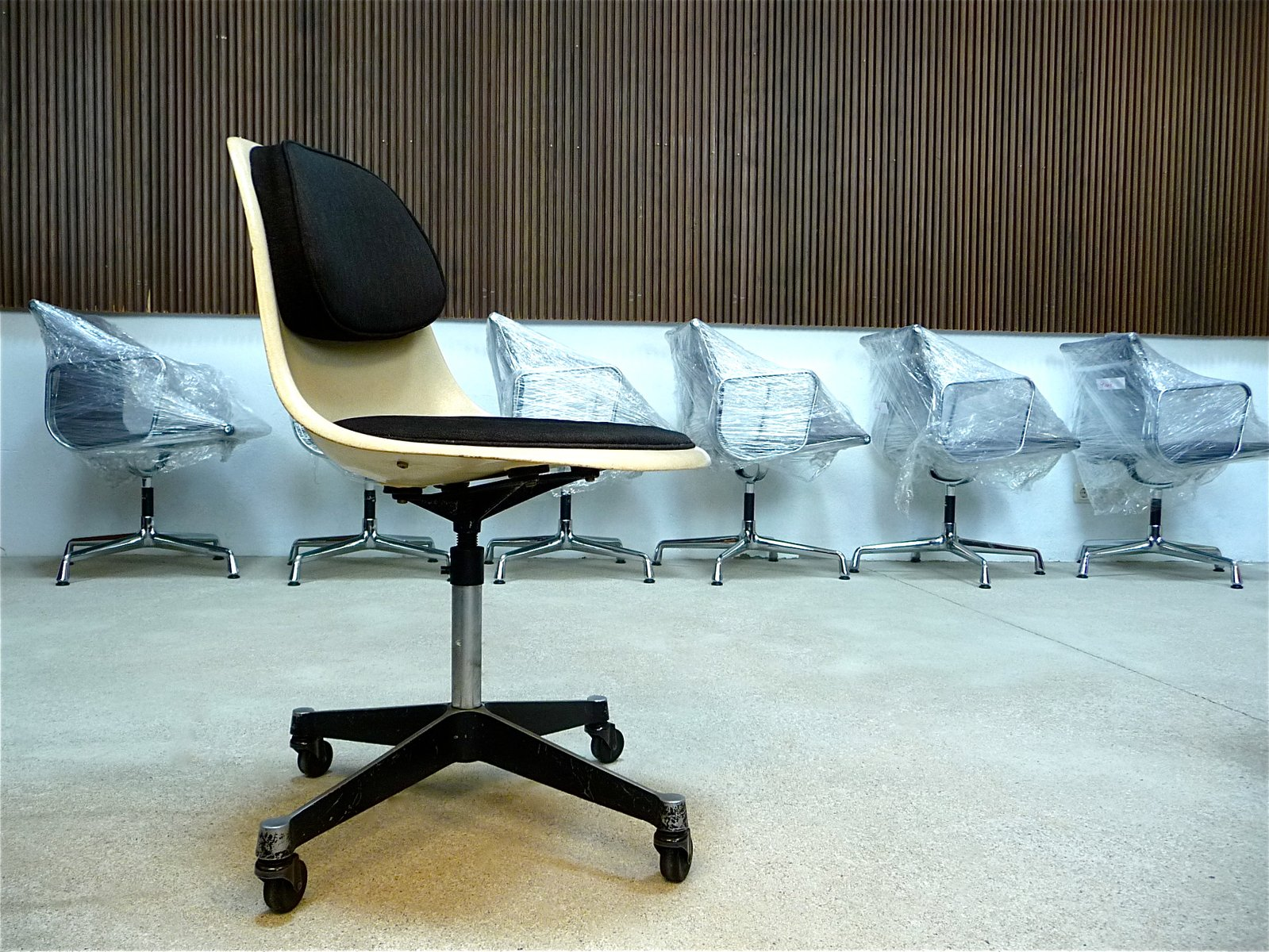PSCC 4 fice Chair by Charles & Ray Eames for Herman Miller for