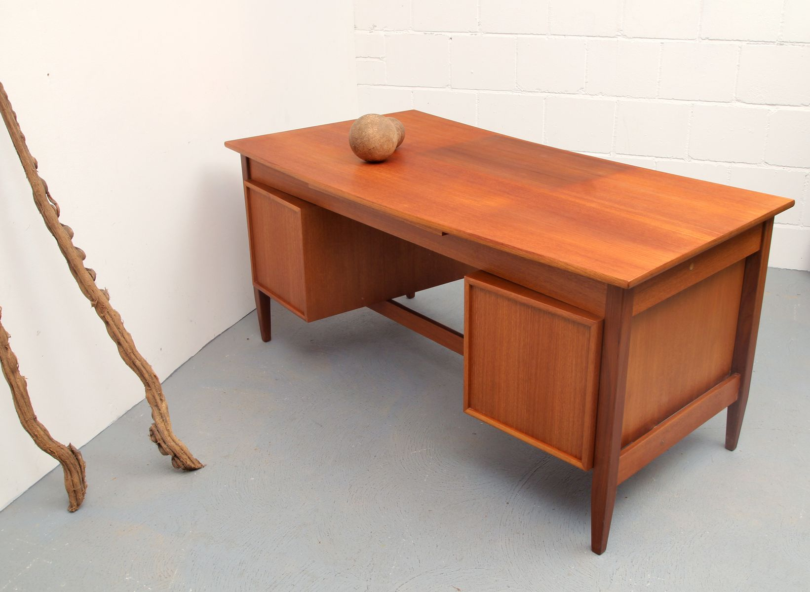 mid century teak writing desk from wk m bel 1960s for sale at pamono. Black Bedroom Furniture Sets. Home Design Ideas