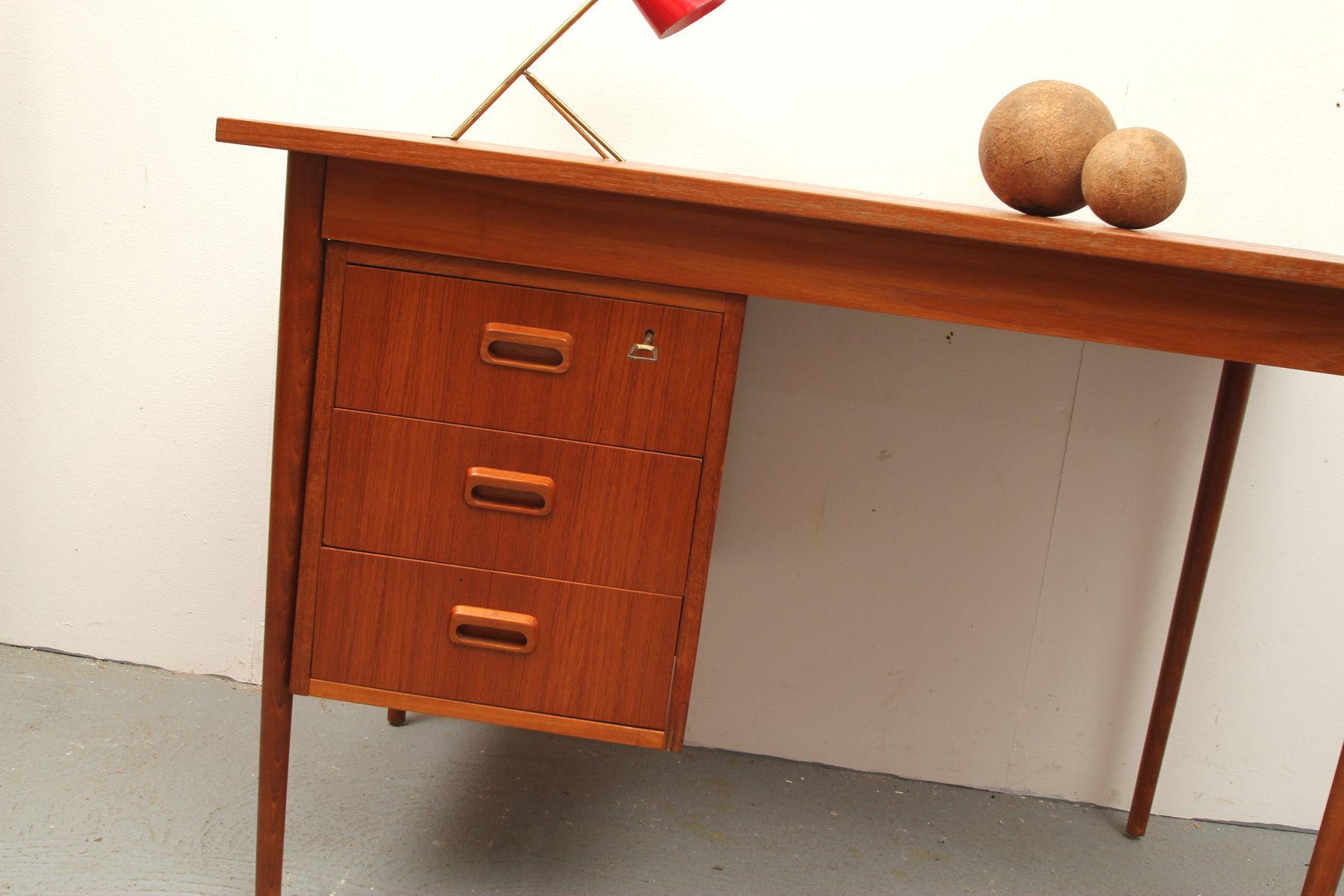 kleiner mid century teak schreibtisch 1960er bei pamono kaufen. Black Bedroom Furniture Sets. Home Design Ideas