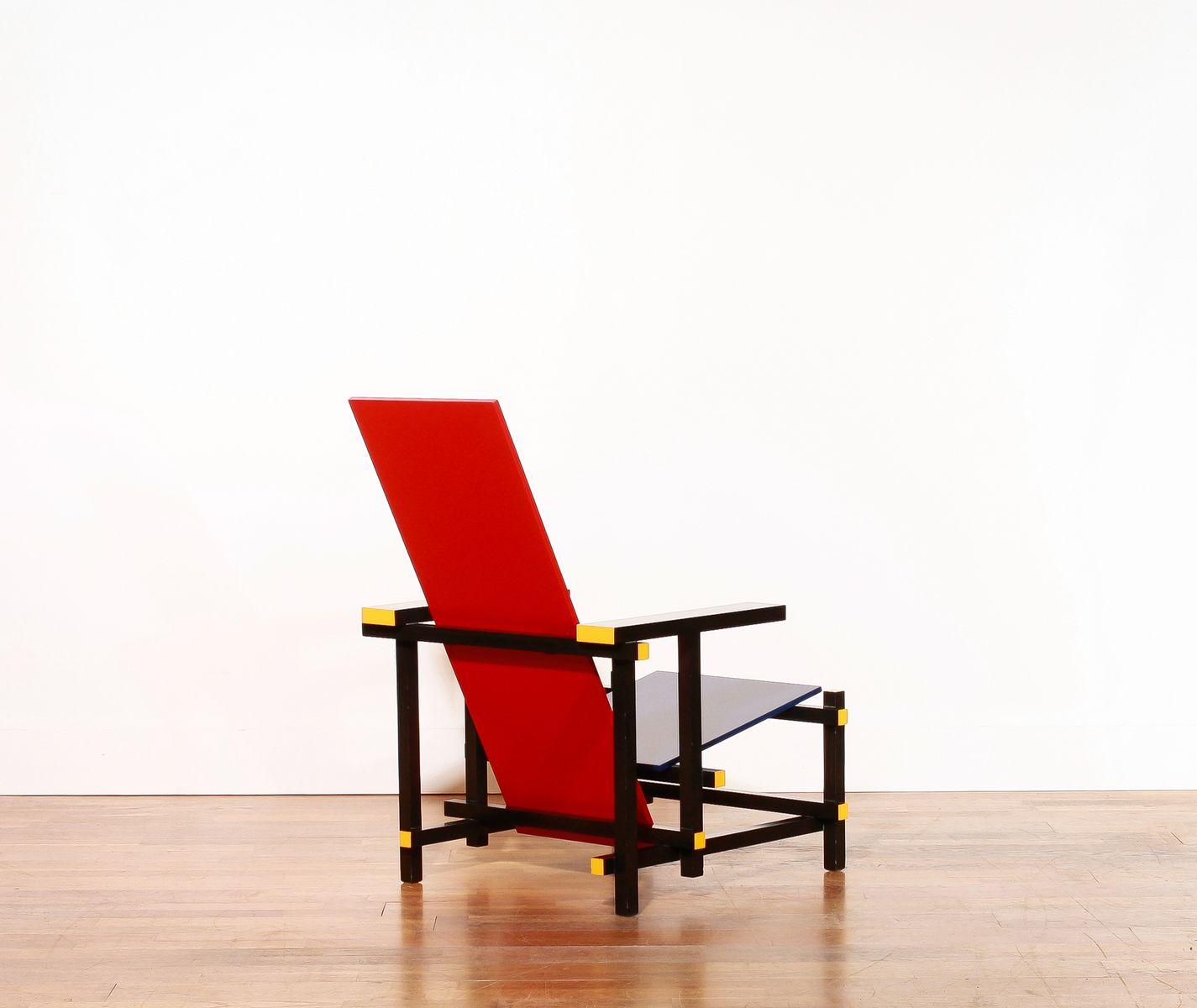 Chaise rouge et bleue par gerrit rietveld pour cassina for La chaise rouge et bleue