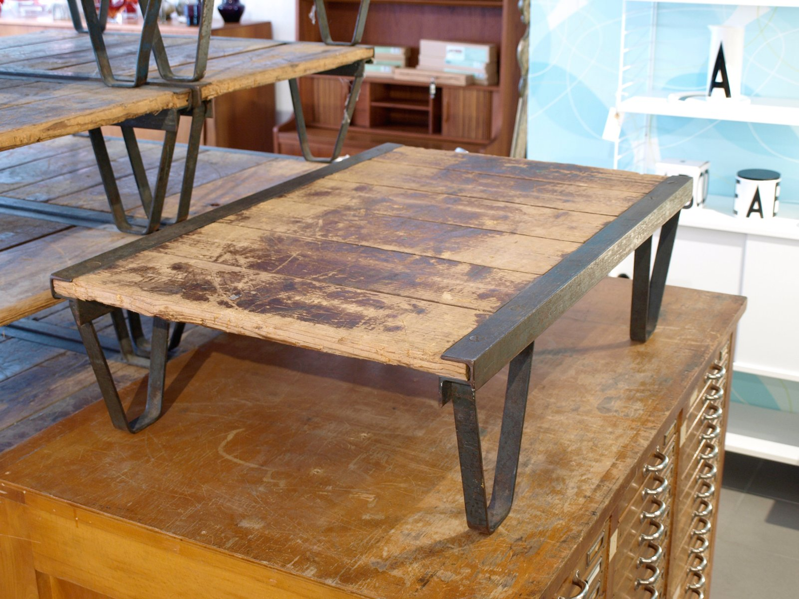 Industrial wood and metal coffee table for sale at pamono Industrial metal coffee table
