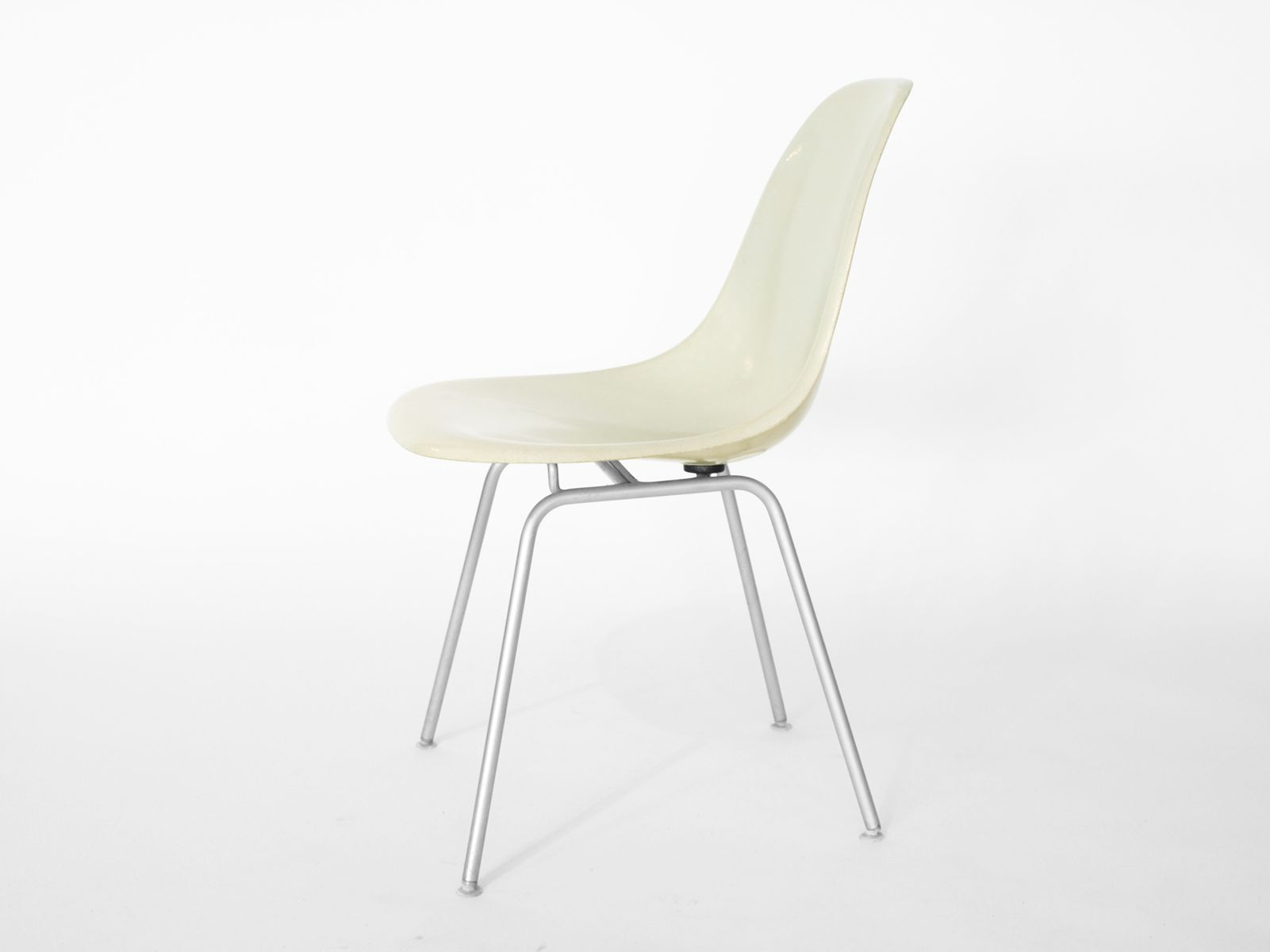 Vintage Side Chair by Charles & Ray Eames for Herman Miller for sale at Pamono