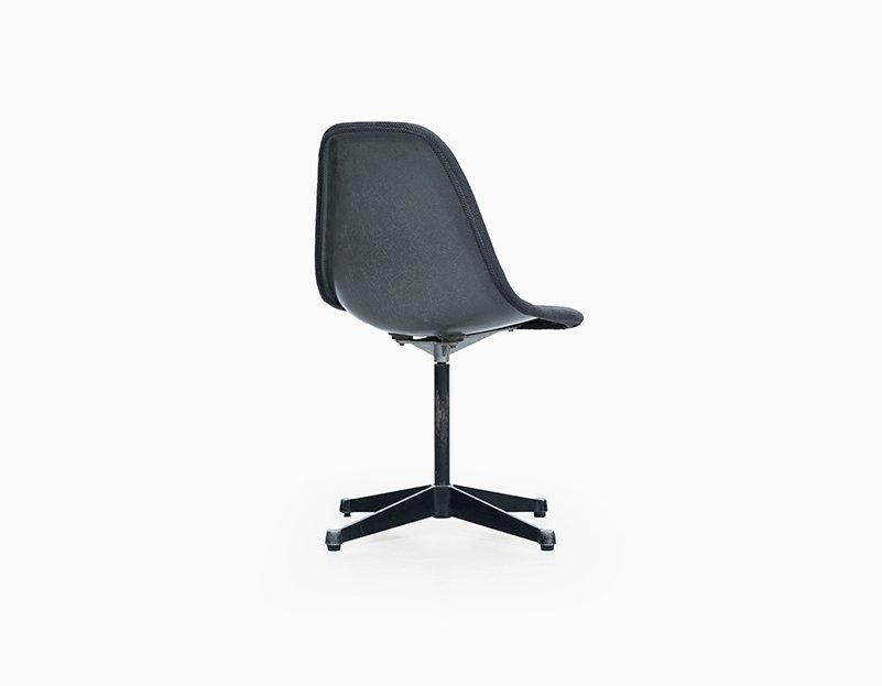 grauer stuhl von charles ray eames f r herman miller bei pamono kaufen. Black Bedroom Furniture Sets. Home Design Ideas