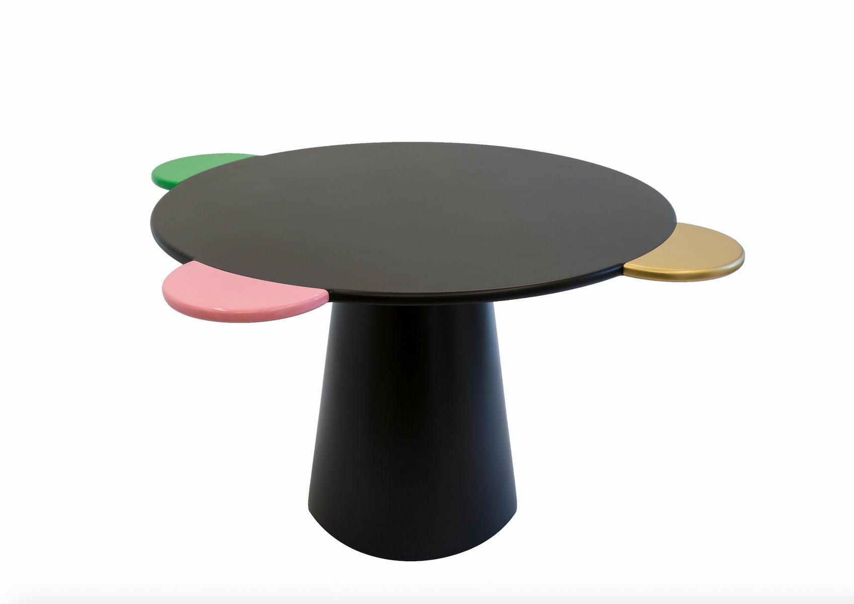 Schwarzer donald tisch von chapel petrassi bei pamono kaufen for Schwarzer tisch