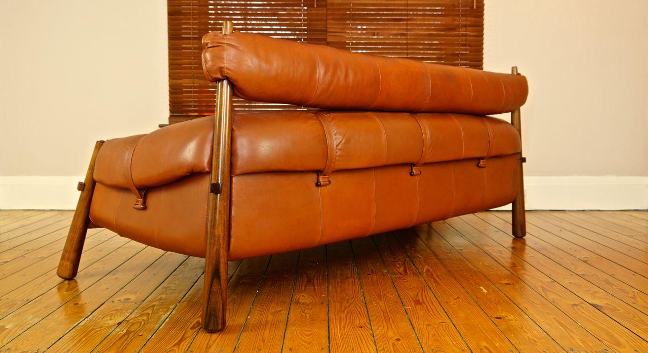 vintage sofa aus leder und jacaranda von percival lafer 1970er bei pamono kaufen. Black Bedroom Furniture Sets. Home Design Ideas