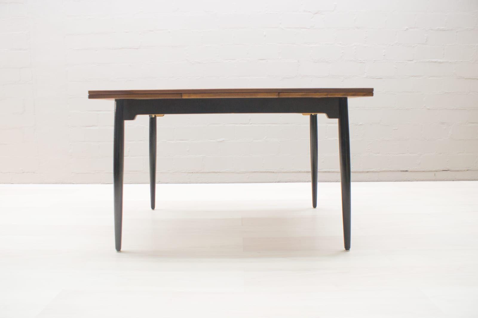 Table de salle manger ajustable fanett par ilmari for Salle a manger annee 1960
