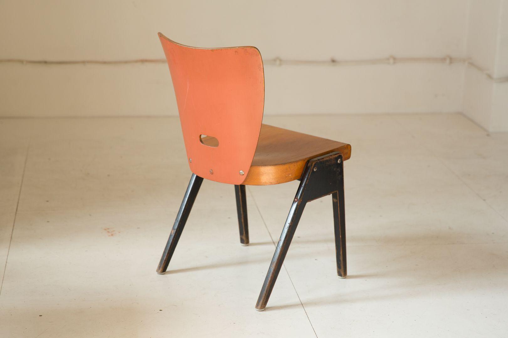 chaise vintage rouge empilable en vente sur pamono. Black Bedroom Furniture Sets. Home Design Ideas