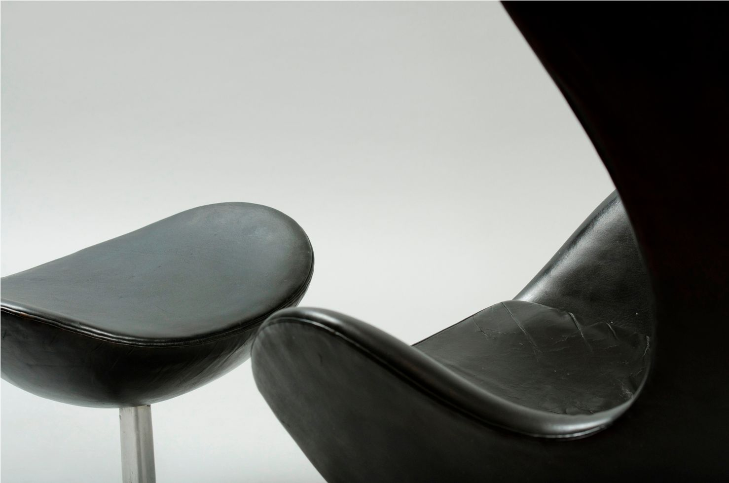 Pouf Design Egg Pouf Jacobsen : Egg chair and ottoman by arne jacobsen for fritz hansen