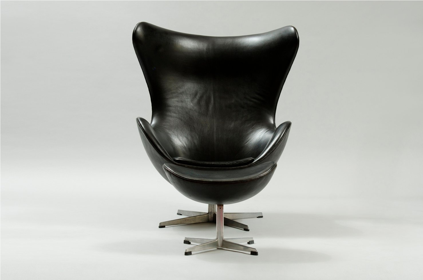egg chair und ottoman von arne jacobsen f r fritz hansen bei pamono kaufen. Black Bedroom Furniture Sets. Home Design Ideas