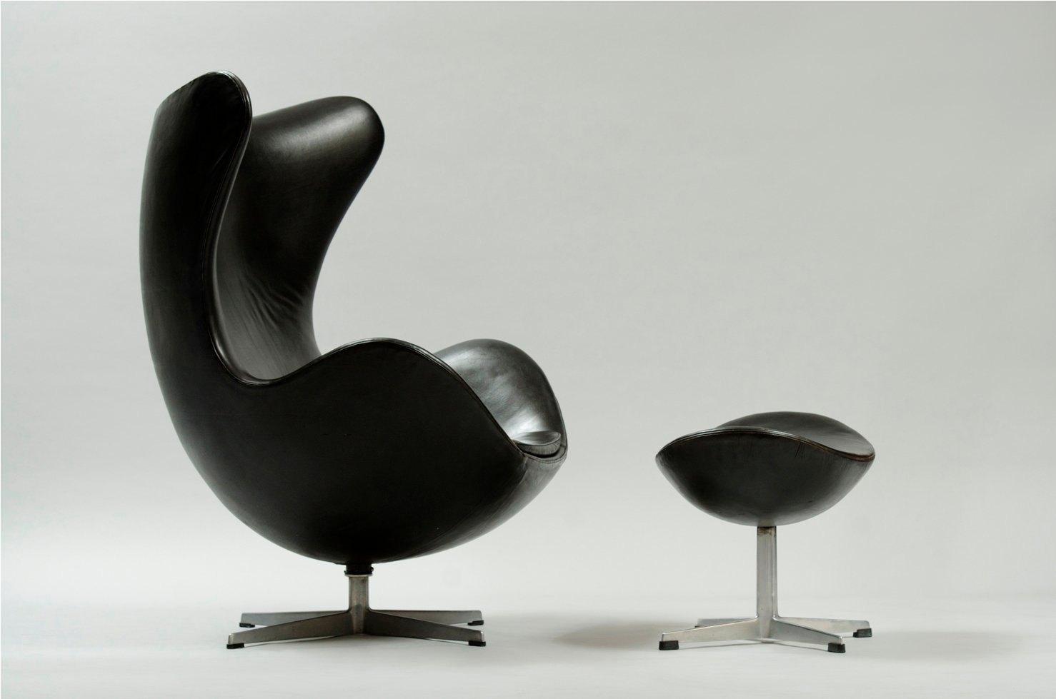 egg chair und ottoman von arne jacobsen f r fritz hansen bei pamono kaufen. Black Bedroom Furniture Sets. Home Design Ideas