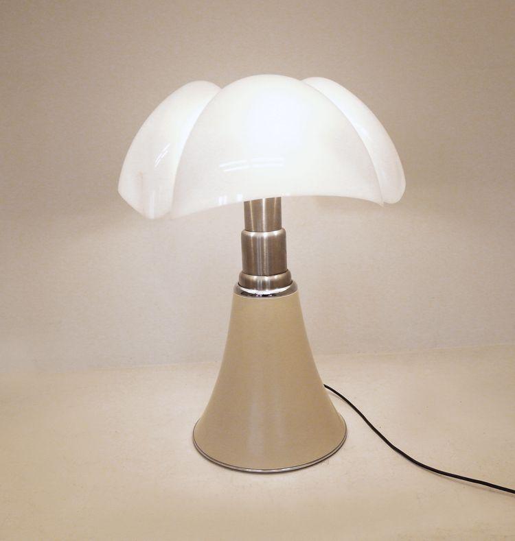 pipistrello lampe von gae aulenti f r martinelli luce. Black Bedroom Furniture Sets. Home Design Ideas