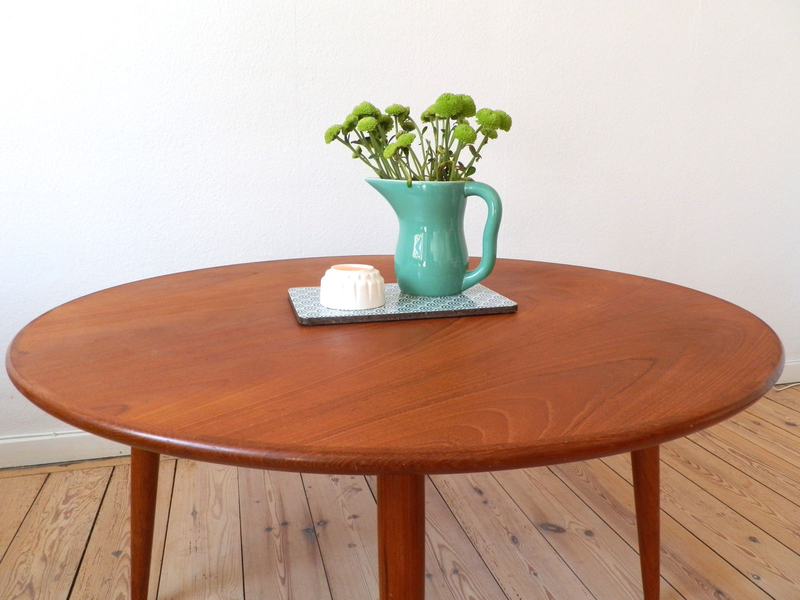 Scandinavian round teak coffee table 1960s for sale at pamono for Scandinavian design coffee table