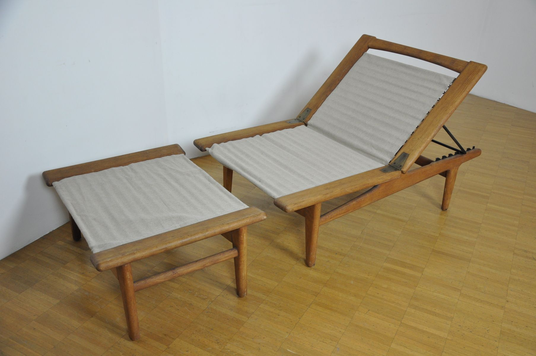 Chaise lounge and footstool by hans wegner for getama for Chaise for sale
