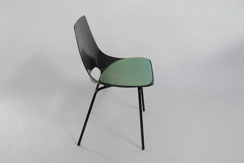 chaises tonneau par pierre guariche pour steiner 1950s set de 2 en vente sur pamono. Black Bedroom Furniture Sets. Home Design Ideas