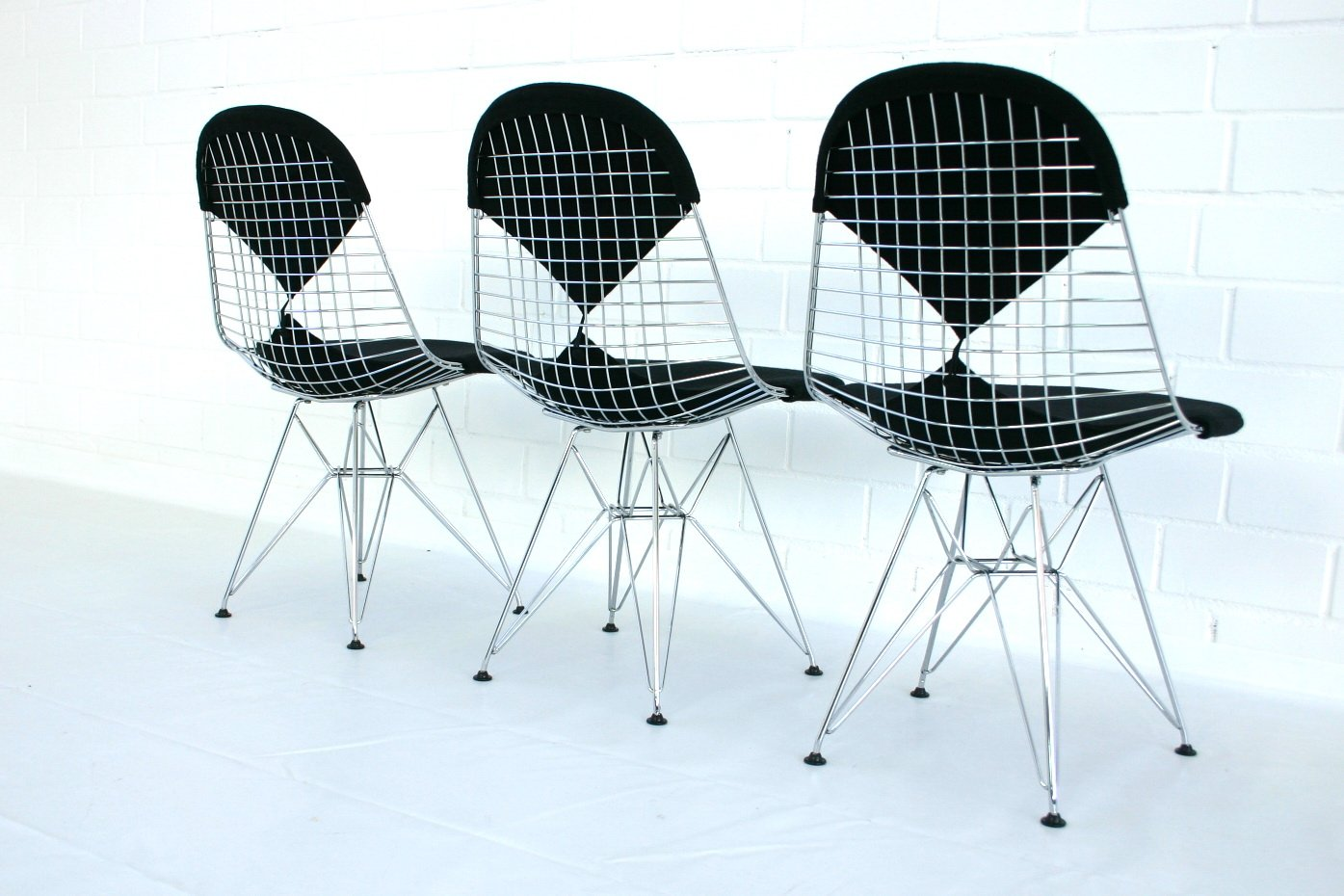 Dkr 2 eiffel tower wire chair by charles eames for vitra for Chaise eiffel charles eames