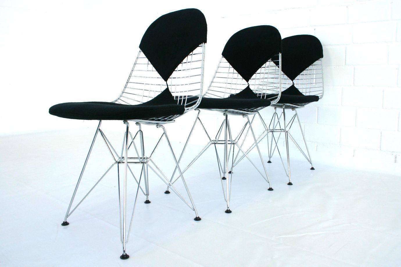 dkr 2 eiffelturm stahldraht st hle von charles eames f r vitra 3er set bei pamono kaufen. Black Bedroom Furniture Sets. Home Design Ideas