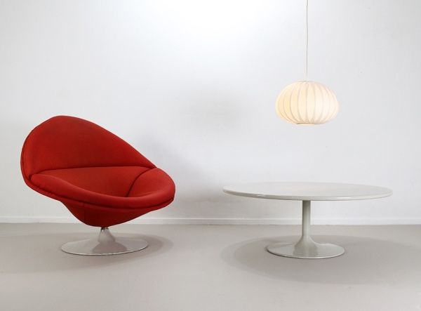 Round tulip coffee table by geoffrey harcourt for artifort for Kopie eames chair