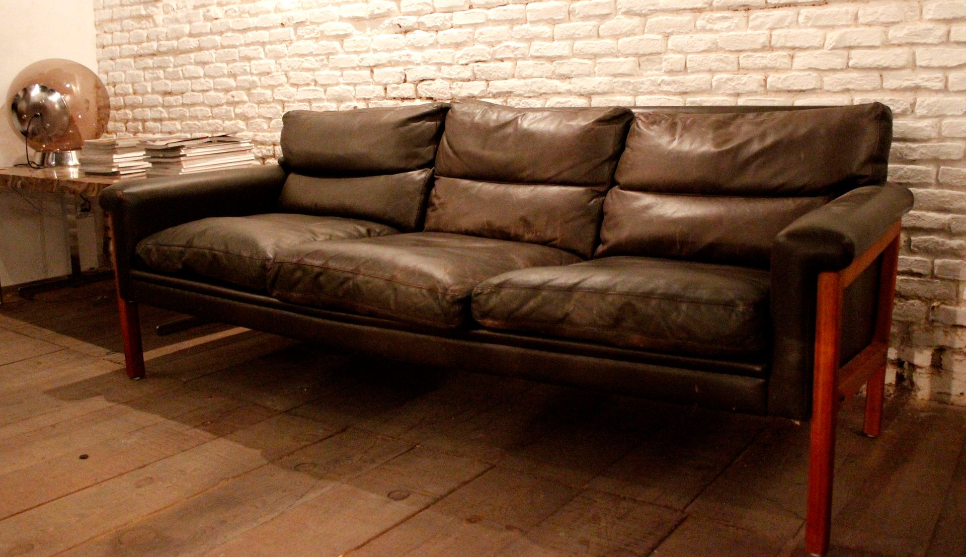 Scandinavian leather 3 seater sofa for sale at pamono for Scandinavian sofa