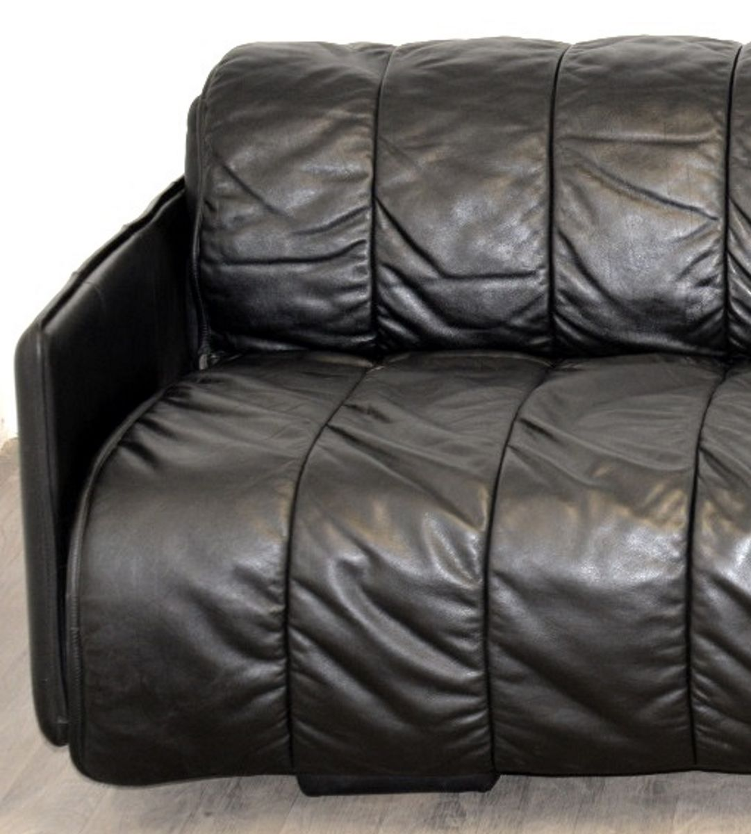 schwarzes leder schlafsofa von de sede 1970er bei pamono kaufen. Black Bedroom Furniture Sets. Home Design Ideas