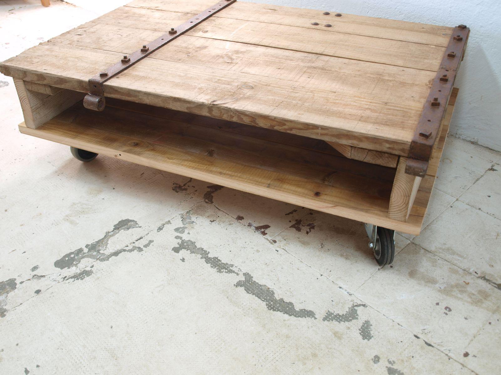 Französischer Industrie Couchtisch aus Holz bei Pamono kaufen -> Couchtisch Holz Industrie
