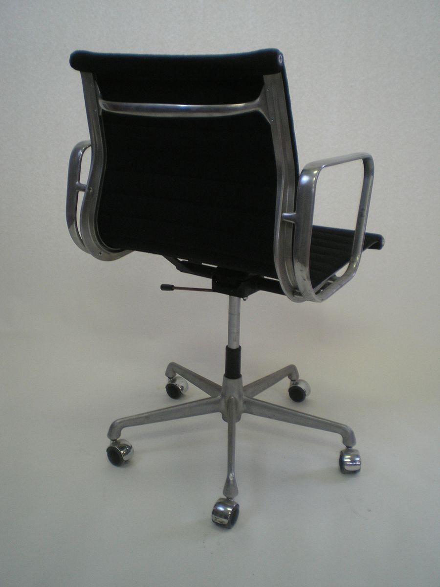 ea177 office chair by charles and ray eames for herman