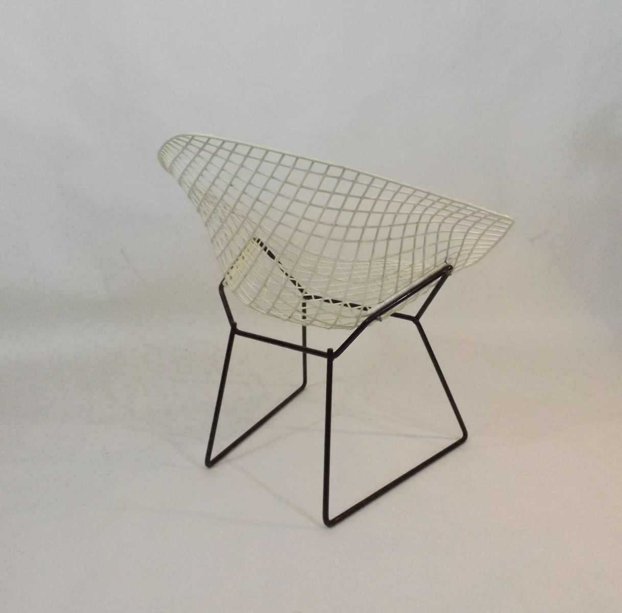 diamond chair by harry bertoia for knoll 1950s for sale. Black Bedroom Furniture Sets. Home Design Ideas