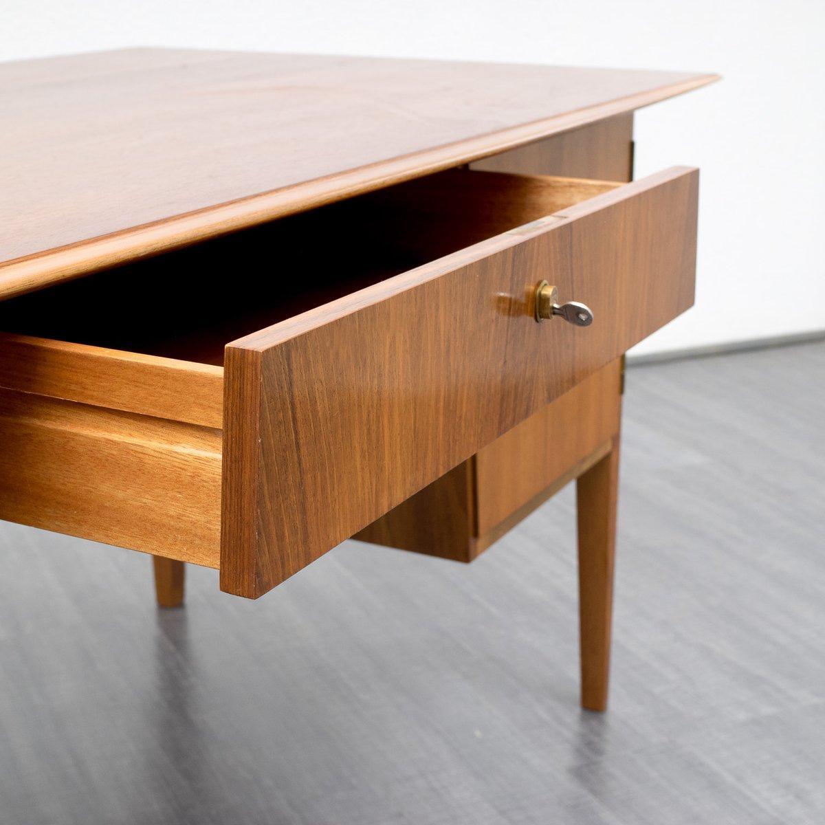 vintage walnuss schreibtisch 1960er bei pamono kaufen. Black Bedroom Furniture Sets. Home Design Ideas