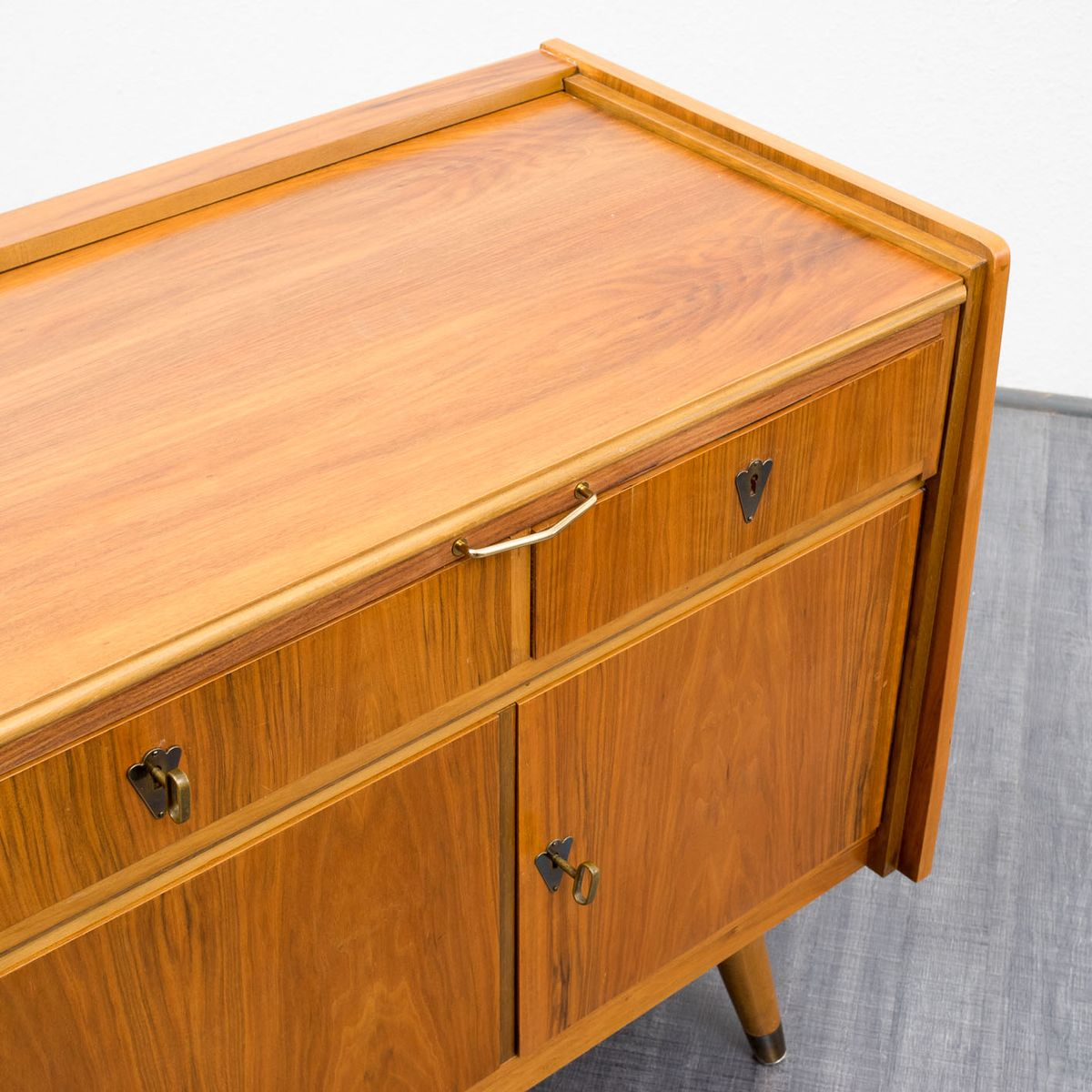 walnuss sideboard mit schreibtisch 1950er bei pamono kaufen. Black Bedroom Furniture Sets. Home Design Ideas