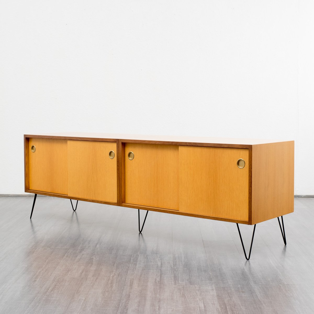 mid century eichen sideboard bei pamono kaufen. Black Bedroom Furniture Sets. Home Design Ideas