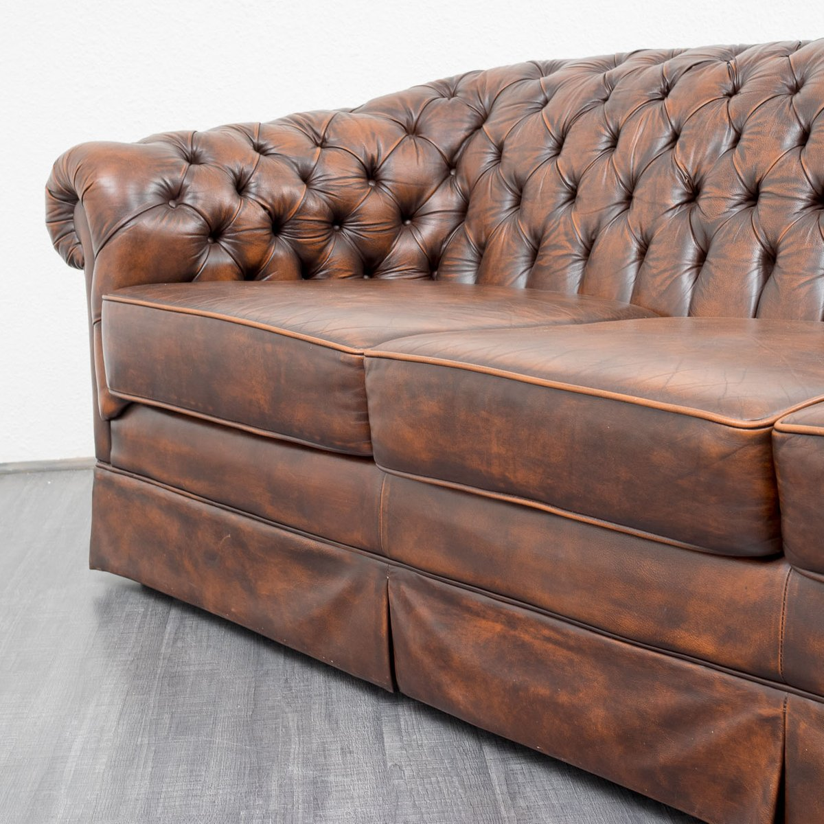 vintage leder chesterfield sofa bei pamono kaufen. Black Bedroom Furniture Sets. Home Design Ideas
