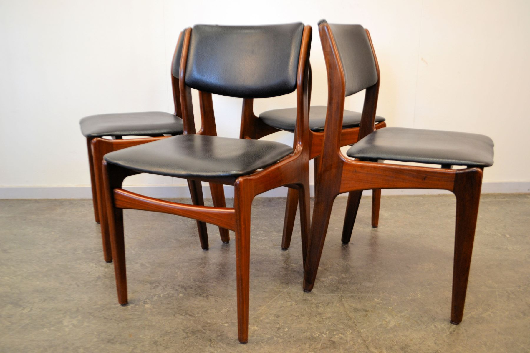 Vintage dutch design dining chairs set of 4 for sale at for Dutch design chair karton