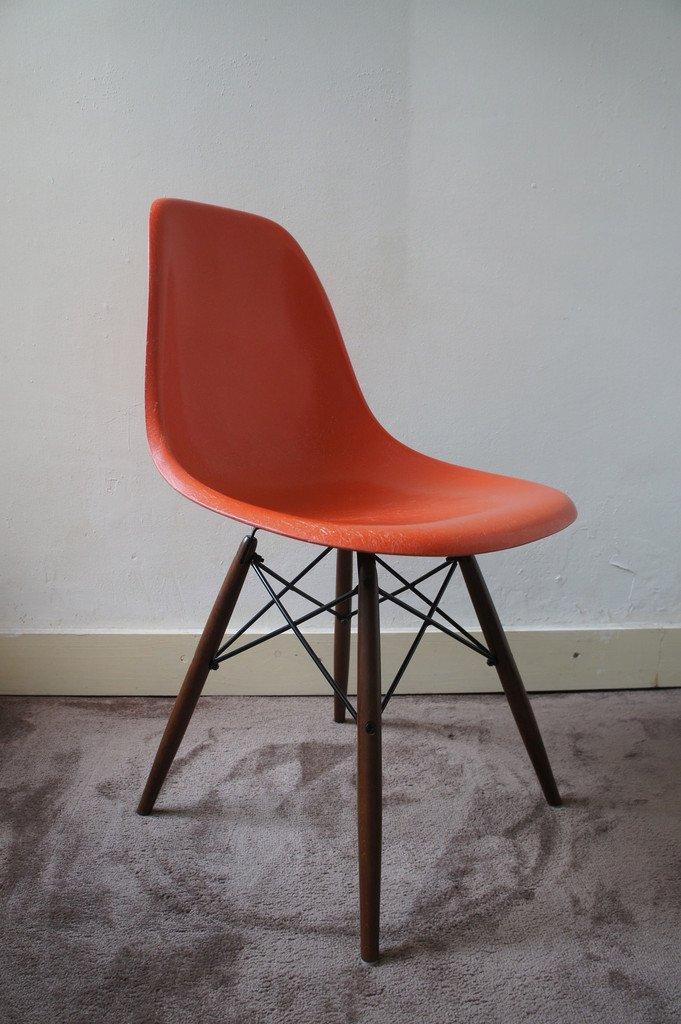 oranger vintage dsw stuhl von charles ray eames f r vitra bei pamono kaufen. Black Bedroom Furniture Sets. Home Design Ideas